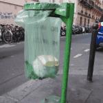 Poubelle translucide de Paris